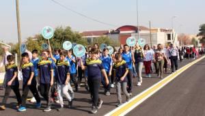 Yüzlerce kişi yürüdü