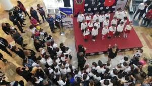 TED öğrencileri Atatürk'ü andı