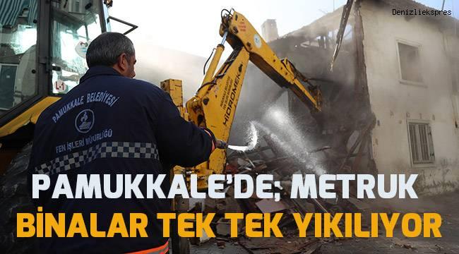 Pamukkale'de metruk binaların yıkımına devam ediliyor