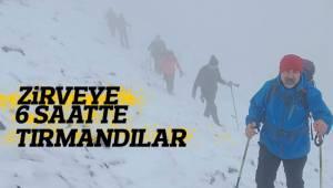 Doğa sevenler Çal'da Çökelez Dağı'na tırmandı