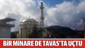 Şiddetli rüzgar cami minaresini devirdi