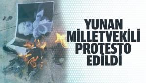 Yunan milletvekili protesto edildi, fotoğrafları yakıldı