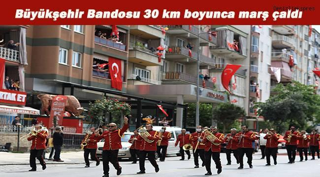 Büyükşehir Bandosu 14 farklı güzergahta 30 km boyunca şarkı ve marş çaldı