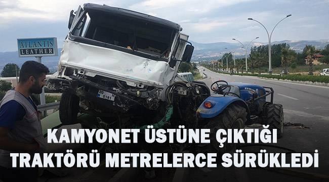Alkollü sürücünün çarptığı kamyonet, traktörün üstüne çıktı