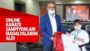 ONLINE KARATE ŞAMPİYONLARI MADALYALARINI ALDI