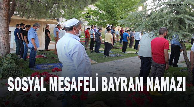 Denizli'de sosyal mesafeli bayram namazı