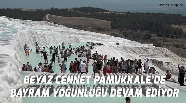 Bayramın son gününde de Pamukkale'de manzara değişmedi