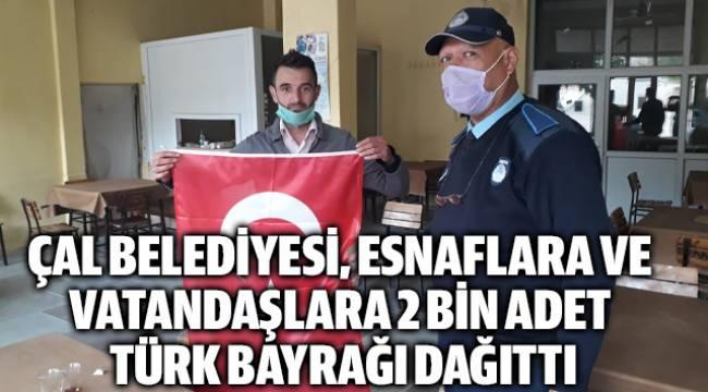 Çal Belediyesi 2 bin adet Türk bayrağı dağıttı