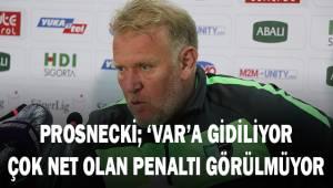 Prosinecki: VAR'a gidiliyor ve çok net olan bir penaltı görülmüyor