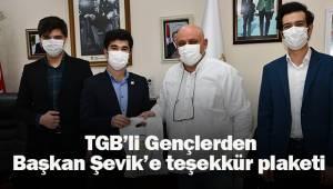 TGB'li Gençlerden, Başkan Şevik'e teşekkür plaketi