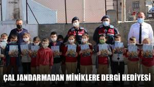 Çal'da jandarma ekipleri minik öğrencilere dergi dağıttı