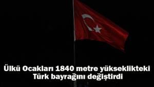 Denizli'de Ülkü Ocakları 1840 metre yükseklikteki Türk bayrağını değiştirdi